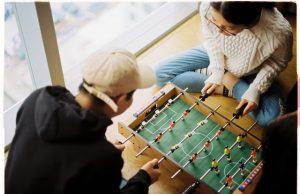 Vrei sa iti cumperi o masa de fotbal? Iata 8 aspecte pe care sa le bifezi