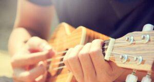 Ukulele - un instrument muzical ajuns la noi tocmai din Hawaii