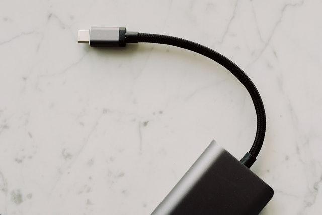 UE propune oficial sa fie folosit un singur port de încărcare (USB-C)
